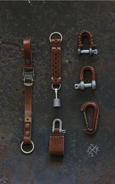 Other key fob ideas.Leather accessories by JMKLthe leather for EDC is a nice touch.Unique Leathercraft Leather Wrapped Gifts and Keychains by JMKL.Variety of keychains. Leather Art, Leather Design, Leather Tooling, Leather Jewelry, Tan Leather, Leather Keychain, Leather Wallet, Leather Pattern, Leather Projects