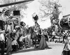 vintage everyday: Rarely Seen Behind-the-scenes Photos of the Making Film 'Gone With the Wind,' 1939 Turner Classic Movies, Classic Films, Gorgeous Movie, Victor Fleming, Romance Film, In And Out Movie, Vivien Leigh, The Best Films, Gone With The Wind