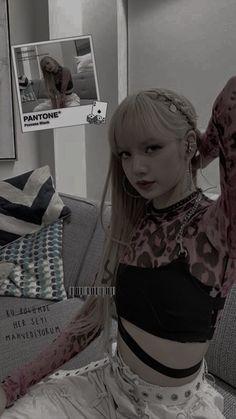 Kim Jennie, Kpop Girl Groups, Korean Girl Groups, Kpop Girls, Lisa Blackpink Wallpaper, Black Wallpaper, K Pop, Divas, Kim Jisoo