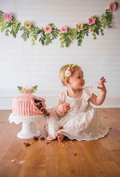 Mädchen Kuchen zerschlagen - Peyton turns one - recipe cake Smash Cake Girl, 1st Birthday Cake Smash, Baby Girl First Birthday, Smash Cakes, 1st Birthdays, 1st Birthday Parties, Birthday Ideas, 6 Month Baby Picture Ideas, Book Bebe