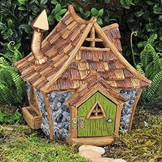 Shingletown Cottage www.teeliesfairygarden.com Fairies who wants to stay in the meadows will absolutely love to live in this Shingletown cottage. #fairycottage