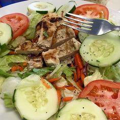 1a -1a hahaha! 120g de frango  salada  1cs de azeite extravirgem e orégano by rafaelfitlifebr