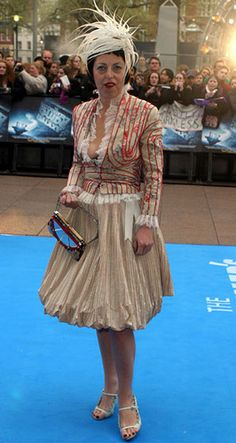 isabella blow with mellon bag (named after her supposed suitor) not wearing heels, perhaps because this is post accident