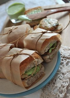 Shayma shares a juicy chicken sliders recipe cooked in Pakistani manner and serves it with mint aioli. Comida Picnic, Chicken Sliders, Chicken Kebab, Comidas Light, Good Food, Yummy Food, Slider Recipes, Indian Street Food, Food Packaging Design