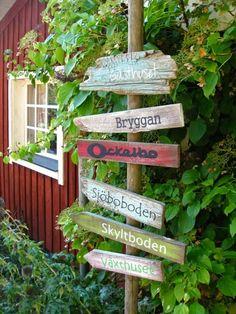 Vägvisare. Så man inte går vilse i trädgården. Eller i livet ;) Garden Projects, Projects To Try, The Constant Gardener, Red Cottage, Surf Style, Diy Garden Decor, Painted Signs, Yard Landscaping, Garden Inspiration