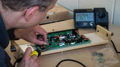 Upgrading a Moog Etherwave Plus Theremin during the Theremin Spring Academy 2014 in Leipzig