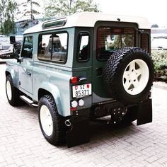 Land Rover. V7E 2K3