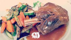 Essa é para quem gosta duplamente de cordeiro. Veja como preparar http://fabiolenza.com.br/2014/07/paleta-de-cordeiro-ao-proprio-molho/#.U9ga2PldV8E