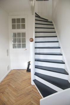 hvid trappe - Google-søgning Stairs, Google, Home Decor, Stairways, Stairway, Interior Design, Home Interiors, Staircases, Decoration Home
