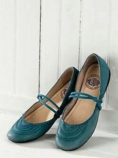 Darling flats from jjill Sock Shoes, Shoe Boots, Shoes Sandals, Pretty Shoes, Beautiful Shoes, Awesome Shoes, Fashion Shoes, Fashion Accessories, Girl Fashion