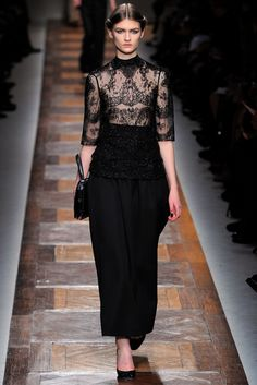 Valentino Fall 2012 Ready-to-Wear Fashion Show - Lara Mullen (OUI) Fall Fashion Trends, Runway Fashion, Fashion Show, Autumn Fashion, Fashion Design, Arab Fashion, Couture Dresses, Beautiful Gowns, Ready To Wear