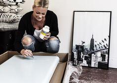 Formgivaren Kristin Erséus har fått i uppdrag att designa en modern, vertikal radiator för ett sovrum. Radiatorytan är slät och formen är stark och gedigen. En vertikal radiator passar utmärkt bredvid höga fönster eller där utrymmet annars är begränsat. Vardagsrum, entréer och trappuppgångar är också populära installationsställen.