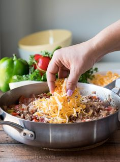Ground Beef Stuffed Pepper Skillet Top the cooked ground beef and rice with some cheese and add the lid back on until the cheese is melted. Hamburger And Potatoes, Hamburger Meat Recipes, Hamburger Dishes, New Recipes, Dinner Recipes, Cooking Recipes, Soup Recipes, Dinner Ideas, Favorite Recipes