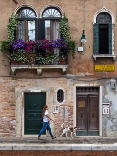 Walkin' the Dog da BobradThe Venetians do a wonderful job of dressing up the…