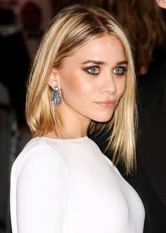 ASHLEY OLSEN ASYMMETRICAL BOB HAIR CUT MINIMAL DRESS SMOKEY EYES BEAUTY EVENT @ The Beauty ThesisThe Beauty Thesis