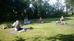 Yogamorgen i haven