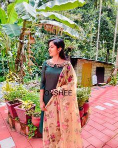 Salwar Designs, Half Saree Designs, Kurta Designs Women, Kurti Neck Designs, Dress Neck Designs, Kurti Designs Party Wear, Dress Indian Style, Indian Dresses, Indian Designer Outfits