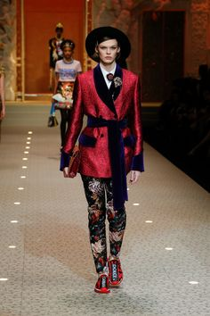 Discover Videos and Pictures of Dolce & Gabbana Fall Winter 2018-19 Womenswear Fashion Show on Dolcegabbana.com.