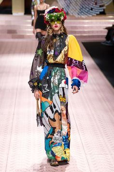 Dolce and Gabbana Spring 2019 Collection I The Most Over-the-Top Looks Best Dolce and Gabbana Spring 2019 Looks from the Runway at Milan Fashion Week Pop Art Fashion, Fashion Prints, Diy Fashion, Love Fashion, Runway Fashion, Fashion Design, Fashion Patterns, Fashion Dresses, Couture Mode