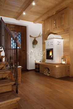 Chalet Interior, Interior Design Living Room, German Houses, Chalet Design, Cabin House Plans, Home Decor Furniture, Rustic Design, Interior Design Inspiration, Country Decor