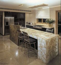 Stunning Granite Kitchen Countertop Design Photos And Ideas - Best Home Ideas and Inspiration Gemstone Countertops, Quartz Countertops Cost, Cost Of Kitchen Countertops, Granite Kitchen, Kitchen Islands, Modern Kitchen Interiors, Modern Kitchen Design, Kitchen Designs, Kitchen Ideas