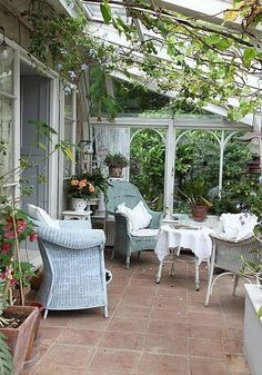 Enclosed porch... if only we lived in the South!