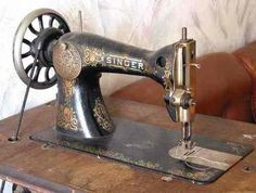 Invention of the sewing machine: Singer was the first to make a domestic product. The Civil War showed the most usefulness for the sewing machine because the needed to quickly make uniforms. Sewing Machines Best, Treadle Sewing Machines, Sewing Machine Reviews, Antique Sewing Machines, Bordados E Cia, Sewing Machine Accessories, Vintage Sewing Notions, Machine Design, Sewing Tools