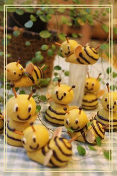 The ❁ bees cookies to cake topper