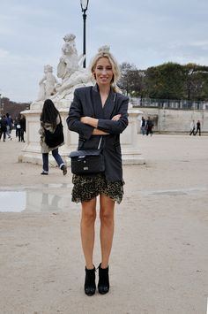 Alexandra Golovanoff, fashion journalist and Tv host of la mode, la mode, la mode. Street Style Blog, Street Chic, Street Fashion, Dress Like A Parisian, Parisian Style, Vogue Fashion, Fashion Photo, Chic Outfits, Fashion Outfits