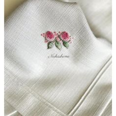 Wonderful Ribbon Embroidery Flowers by Hand Ideas. Enchanting Ribbon Embroidery Flowers by Hand Ideas. Brazilian Embroidery Stitches, Learn Embroidery, Hand Embroidery Patterns, Fabric Patterns, Machine Embroidery, Embroidery Designs, Embroidery Works, Ribbon Embroidery Tutorial, Silk Ribbon Embroidery