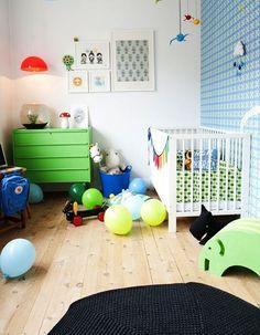 blog o wnętrzach dla dzieci, inspiracje : Kolor i zwariowane wzory w pokoju noworodka.