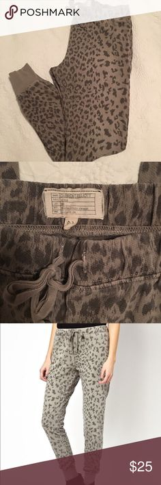 Current/Elliot Leopard Print Sweatpant Size 2 Med Gently worn, great condition. Cool, slouchy lounge pant. Slim vintage sweatpant. Current/Elliott Pants Track Pants & Joggers