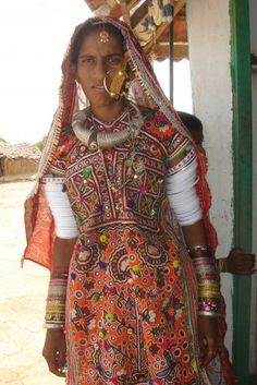bc5e028202d A woman of Kutch and her amazing jewelry and embroidered dress