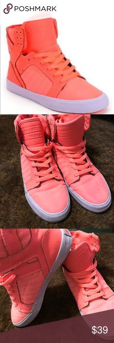 Supra Womens Skytop Neon Coral Leather Nylon Shoe Signature Chad Muska Collection. Neon coral Supra high top skate shoes for girls. Durable neon coral leather and nylon upper. Light purple vulcanized sole construction. Heel loop tab for easy pull-on. Internal neoprene toe cap and vamp for protection. High memory polyurethane insole for comfort and padding. Elastic tongue straps and padded ankle support. Six reinforced coral metal lace eyelets at collar. SupraFoam injected midsole for…