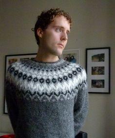 Bilderesultat for islandsgenser herre Fair Isle Knitting Patterns, Knitting Designs, Knitting Projects, Nordic Sweater, Men Sweater, Sweater Jacket, Icelandic Sweaters, Wool Sweaters, Autumn Winter Fashion