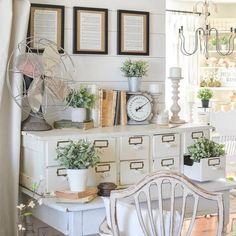 Country decor Excellent tips and guide for that first rate country decor diy bedroom Country Decor idea number generated on 20181203 Interior Decorating Tips, Farmhouse Style Decorating, Interior Design Tips, Decorating Your Home, Farmhouse Decor, Decorating Ideas, Summer Decorating, Decor Ideas, French Farmhouse