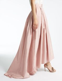 Enter the world of Max Mara: let yourself be won over by the elegance and hand-crafted quality of our collections. Max Mara, Taffeta Skirt, Bridesmaid Dresses, Wedding Dresses, Covered Buttons, Couture, Midi Skirt, Chiffon, Formal Dresses