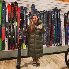 Ihailemme Päivin ja Ronnien koko ajan lisääntyvää sporttivalikoimaa. Nykyään tämä vauhdikas pari treenaa freestylea. Päivi haki rinteeseen ja parkkiin Faction Skis Prodigy 1.0 twintipit. Hyvä Päivi 🤩❄️💎⛷ #temppusukset #twintipskis #factionskis #factionprodigy #suksikauppa #skioutfinland #skiout #skioutbike #skioutfi #hollola #messilä #lahti Parka, Skiing, Winter Jackets, Bike, Ski, Winter Coats, Bicycle, Hoodies, Cruiser Bicycle