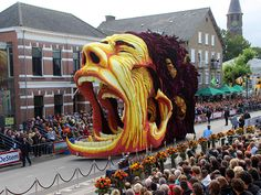 Van Gogh Flower Parade - floats are made with thousands of dahlia flowers - Corso, Zunder, Netherlands
