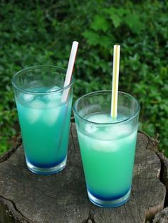 Electric Lemonade - Vodka, Blue Curacao, and Lemonade. Tasty & pretty. :)