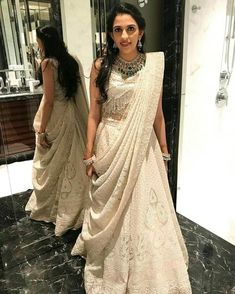Indian bridal dupatta draping 25 ideas for 2019 Lehenga Chunni, Lehnga Dress, Lehenga Style, Indian Lehenga, Indian Gowns, Indian Attire, Sari, Net Lehenga, Lehenga White