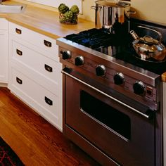 Clever way to prevent your stove from getting dirty while you cook