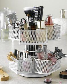 13 Insanely Cool Makeup Organizers | Pinterest Edition | Best makeup brush sets, makeup brush holder, and makeup brush organizers at You're So Pretty | #youresopretty | youresopretty.com