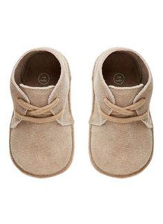- Baby Boy Shoes - Ideas of Baby Boy Shoes - Baby boy's suede desert boots. Baby Boy Shoes, Baby Boy Outfits, Kids Outfits, Boys Shoes, Baby Boy Fashion, Kids Fashion, Desert Boots, Baby Kind, Kind Mode