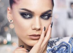 【ρinterest: LizSanez✫☽】 Linda Hallberg Makeup - new years look silver a. - Makeup Looks Korean Linda Hallberg, Eye Makeup Brushes, Eye Makeup Remover, Makeup Tools, Makeup Ideas, How To Apply Eyeshadow, How To Apply Makeup, Blush Makeup, Beauty Makeup