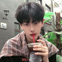 : Who else thinking him as your bae? Korean Boys Hot, Korean Boys Ulzzang, Ulzzang Boy, Korean Men, Asian Boys, Korean Girl, Pelo Ulzzang, Korea Boy, Beautiful Boys