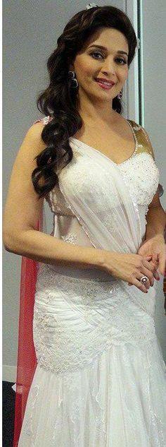 My heart throb Madhuri Dixit, the ever green 🌟 Beautiful Bollywood Actress, Beautiful Indian Actress, Madhuri Dixit Saree, Victorian Wedding Themes, Divas, Indian Wedding Hairstyles, Indian Bollywood, Bollywood Images, Beauty Full Girl