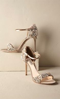 Dalle Heels Badgley Mischka shoes that are encrusted in crystals and jewels // w… Dalle Heels Badgley Mischka Schuhe, die in Kristallen und Juwelen // Hochzeit verkrustet sind The Big Day Bridal Shoes Wedges, Blue Bridal Shoes, Shoes Sandals, Bridal Heels, Converse Shoes, Shoes Sneakers, Yeezy Shoes, Bridal Gown, Adidas Shoes