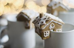DIY Gingerbread Houses that perch on the edge of your mug on juliettelaura.blogspot.com