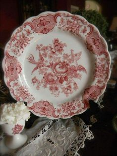 Ana Rosa~Beautiful red and white china! Antique Dishes, Vintage Dishes, Vintage Plates, Vintage China, Red And Pink, Red And White, Pink White, Objets Antiques, Red Cottage